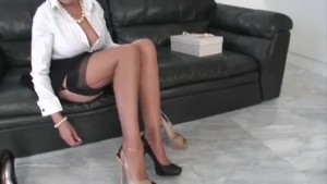 Deepthroating, hot MILF Lady Sonia squirts with pleasure