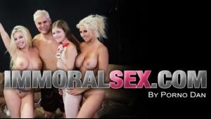 Wet brunette Taylor Sands masturbates